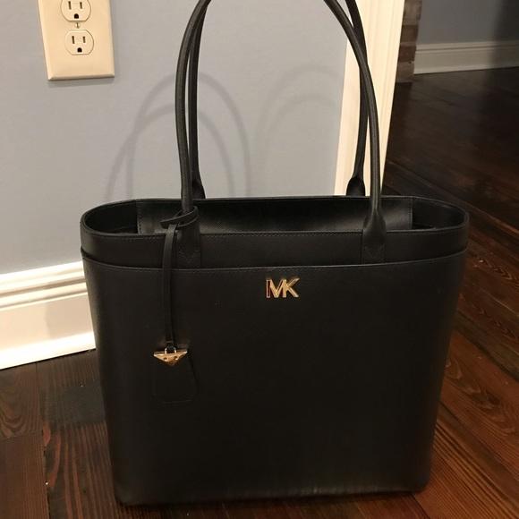 f20f14469fe0 Michael Kors Bags   Black Large Maddie Tote Like New   Poshmark